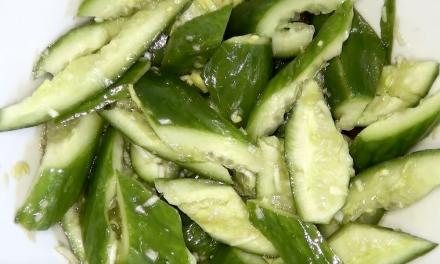 Gurkensalat mit Lauch & Chiliöl