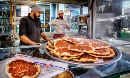 Arabisches Streetfood am Brunnenmarkt / Wien 16
