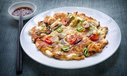 Pajeon / koreanischer Zwiebelpfannkuchen