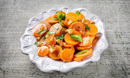 Karottensalat mit Datteln und Kreuzkümmel
